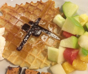apple, waffle, and sirap image