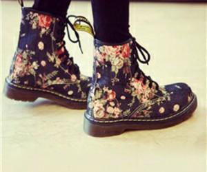 flores, moda, and botas image