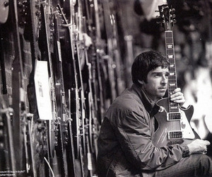 noel gallagher and oasis image