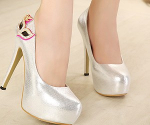 pretty wedding shoes, new wedding shoes, and shinning wedding shoes image
