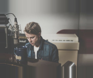 piano and tom odell image