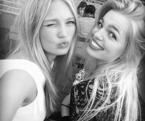 model, daphne groeneveld, and friends image