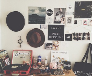 music, room, and grunge image