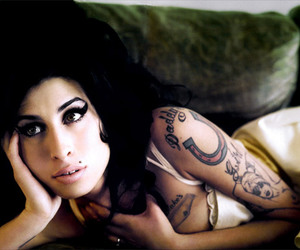 Amy Winehouse, tattoo, and black image