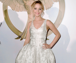 Jennifer Lawrence, mockingjay, and premiere image