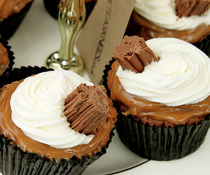 cupcake, chocolate, and dessert image