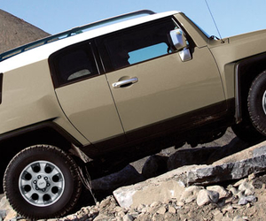beige, Toyota, and rocas image