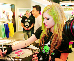 Avril Lavigne, beautiful, and green hair image