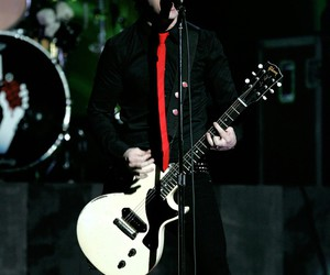 billie joe armstrong, green day, and live image