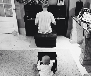 tom fletcher, McFly, and baby image
