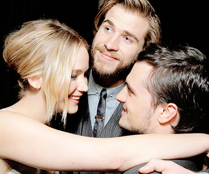 Jennifer Lawrence, josh hutcherson, and mockingjay image