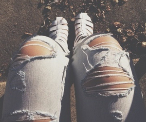 tumblr, girl-love, and tumblr ripped jeans image