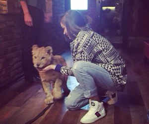 girl and lion image