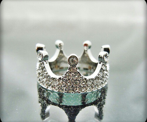 fashion, crown, and Queen image