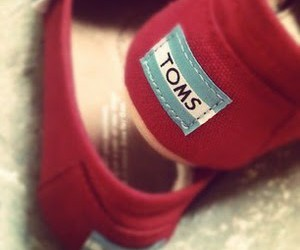 red and toms image