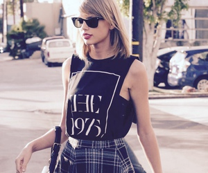 Taylor Swift, style, and the 1975 image