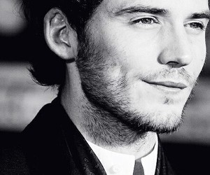 sam claflin, finnick odair, and actor image