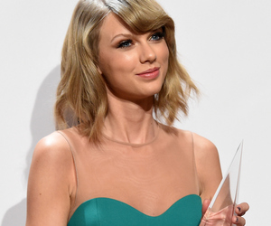 Taylor Swift, amas, and perfect image