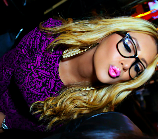 blonde and kiss image