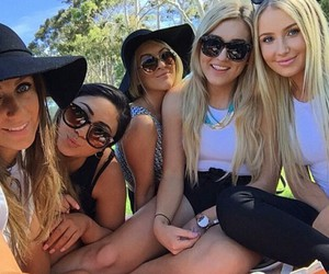fun, girls, and lozcurtis image