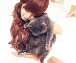 hyuna, 4minute, and cat image