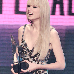 amas and Taylor Swift image