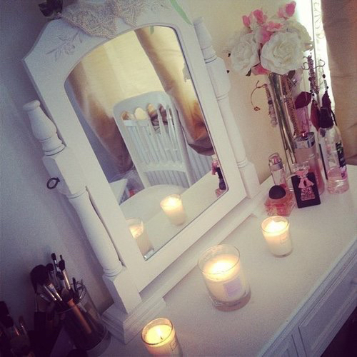 candle, mirror, and room image