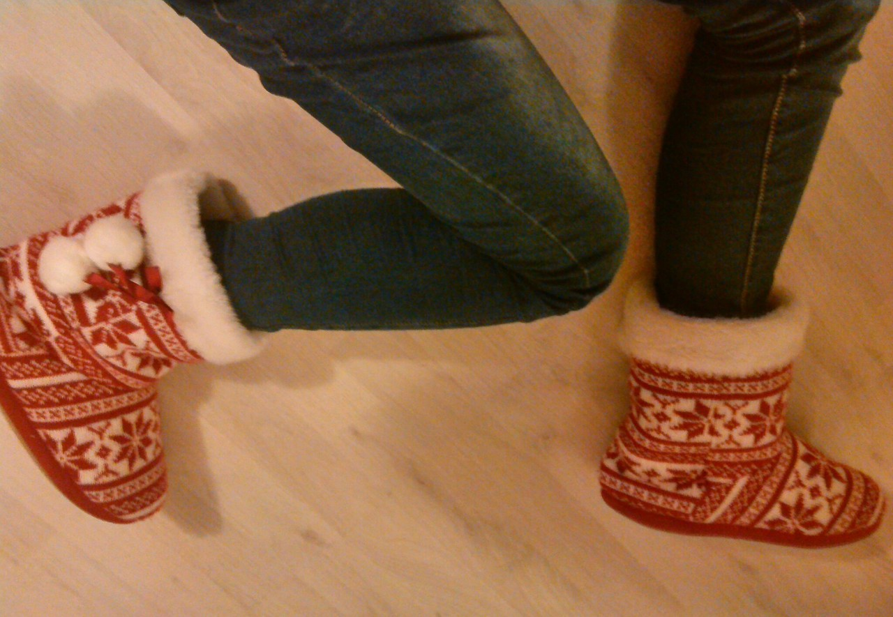 rot, schuhe, and winter image