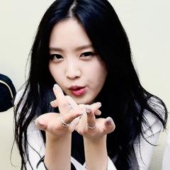 naeun and a pink image