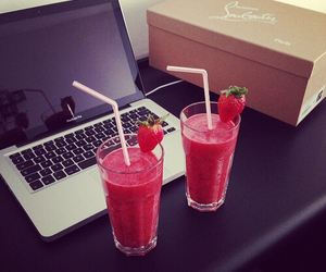 drink, strawberry, and laptop image