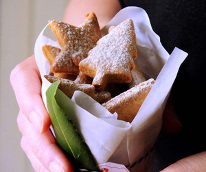 gingerbread biscuits image
