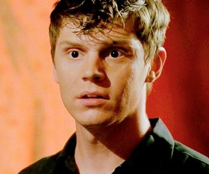 evan peters, american horror story, and jimmy darling image