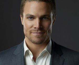 stephen amell and arrow image