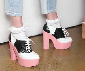 heels, pink shoes, and shoes image