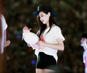 vic, victoria song, and song qian image
