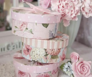 floral, vintage, and hat box image