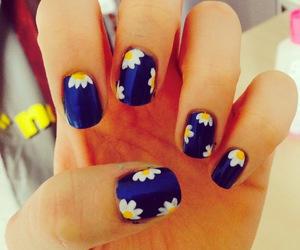 daisy, nails, and nail design image