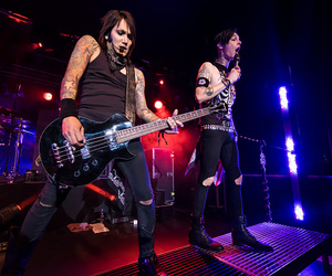 andy, ashley, and bassist image