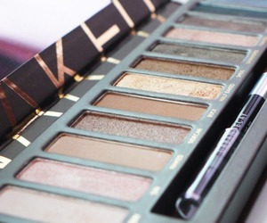 eye shadow, makeup, and palette image
