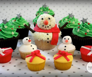 cupcakes, white, and green image