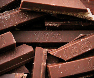 chocolate, kit kat, and food image