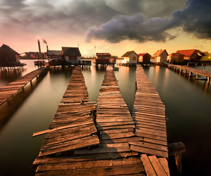 dock, rustic, and waterscape image