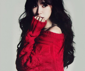 photoshoot, tiffany, and red image