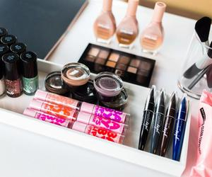 beauty and Maybelline image
