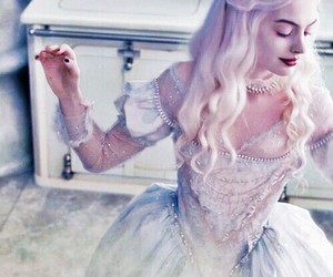 alice in wonderland, white queen, and Anne Hathaway image