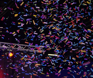 concert and confettis image