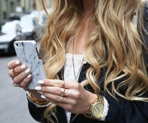 hairstyle and iphone image