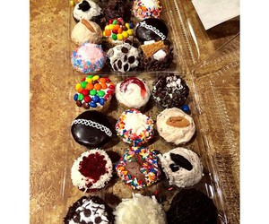 candy, chocolate, and cupcakes image