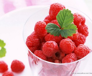 dessert, FRUiTS, and raspberry image