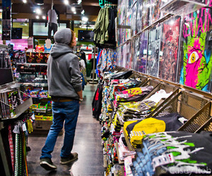 boy, hot topic, and shop image